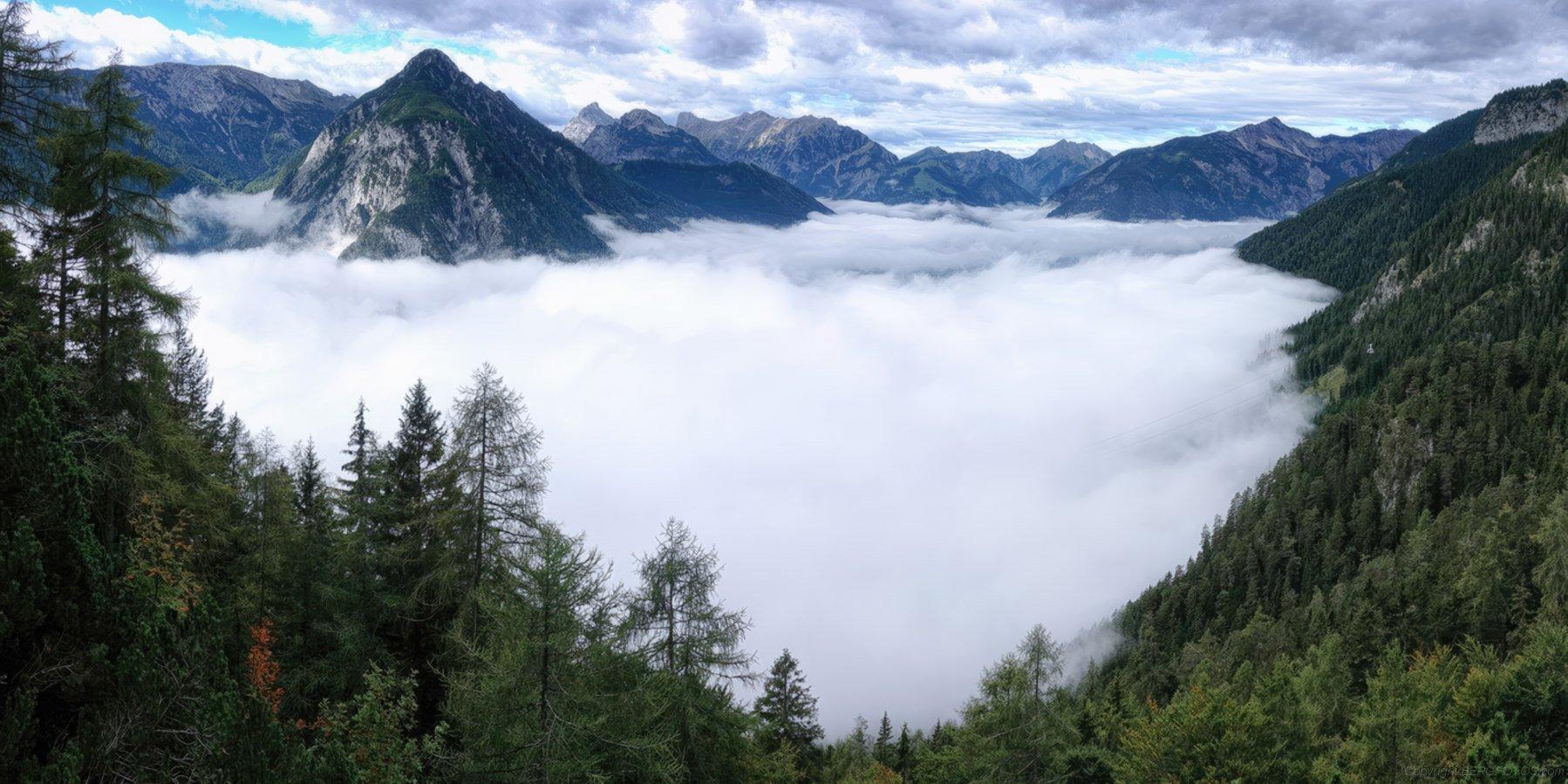 Der Achensee im Nebel